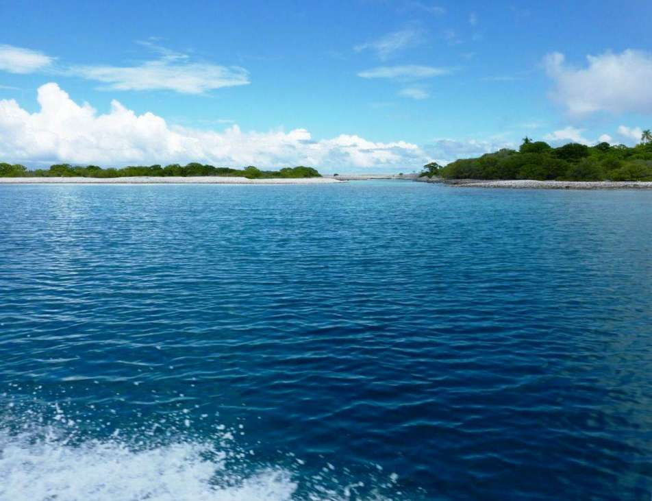 Manuhangi atoll french polynesia south pacific for French polynesia islands for sale